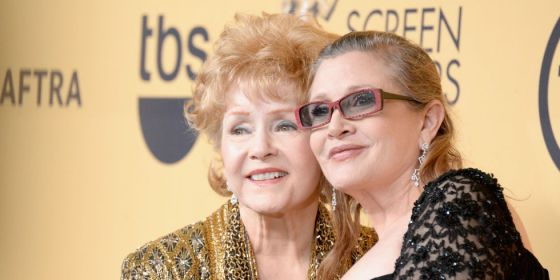 landscape-1482700216-carrie-fisher-debbie-reynolds-sag-awards-2015